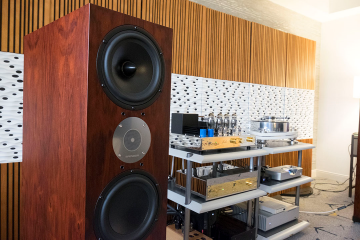 Jadis and Spendor Make Magic with Two Stunning Rooms at LA Audio Show